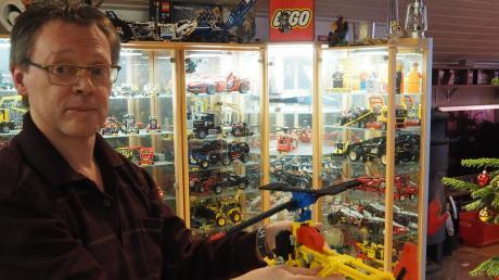 Der 46-jährige Ettringer Georg Frank hat eine ganz besondere Leidenschaft: Er sammelt Lego-Technik-Modelle.