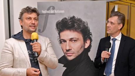 Jahr für Jahr ist die klassische Weltelite in Bad Wörishofen zu Gast, so wie hier Jonas Kaufmann (links, mit Werner Roch von der Festival-Leitung) im Jahr 2018.