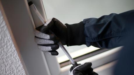 Bei einem Einbruch in Ettringen wurde Schmuck gestohlen.
