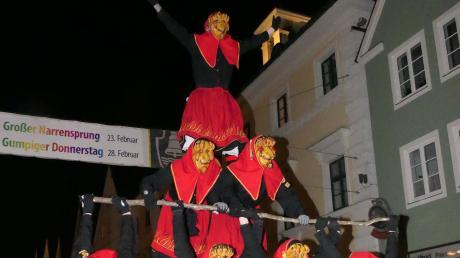 Die Tormerdinger Feuerhexa erfreuten die Zuschauer mit dieser Pyramide.