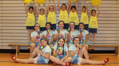 """Unter Anleitung von Karin Boos trainieren die """"Crazy Kids"""" ihre verschiedenen Tanznummern ein. Nicht nur im Fasching sorgen sie bei ihren Auftritten für Furore."""