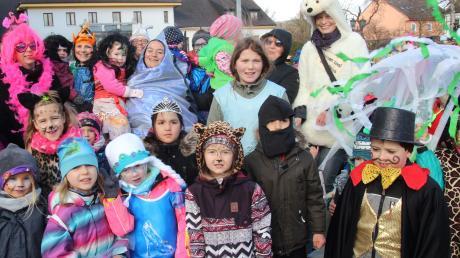 Stolze Sieger: Die Kinder der Wichtelstube erhielten den Preis für die schönsten Masken des Umzugs.