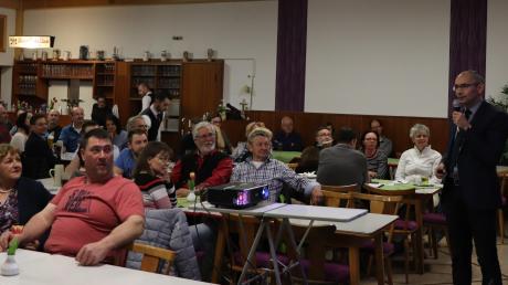 Unser Archivfoto zeigt Bürgermeister Christian Kähler, der   im März 2019 rund 120 Türkheimerinnen und Türkheimer bei der Bürgerversammlung im Rosenbräu begrüßte.