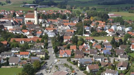 In Pfaffenhausen tut sich was: An der B 16 entstehen womöglich bald ein neuer Supermarkt, ein neues Feuerwehrhaus und zehn Bauplätze. Doch auch innerorts sind Pläne vorhanden, etwa für den Kirchplatz.