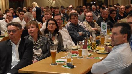 Die Mitglieder des Mindelheimer Maschinenrings wünschen sich bei der kommenden außerordentlichen Versammlung eine geheime, schriftliche Abstimmung über die geplante Verschmelzung mit dem Maschinenring Günzburg-Neu-Ulm. Vorne links im Bild ist Leonhard Ost, Vorsitzender für Günzburg-Neu-Ulm.