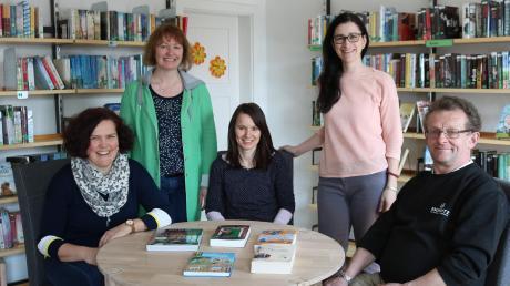 Sie repräsentieren die Pfarrbücherei in Oberrieden: (von links) Simone Walter-Scherer, Silvia Liebl, Petra Ammann, Petra Schmid und Hans Lochbrunner.
