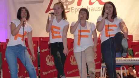 Regina Marz, Sophia Guggemos, Annette Lutzenberger und Verena Baur (von links) trugen ein amüsantes Lied über Frauen und Hefe vor.