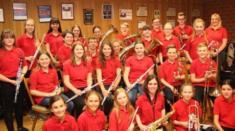 Die Jugendkapelle Rammingen unter Leitung von Teresa Hintner (rechts hinten) ist der ganze Stolz des Musikvereins, der am letzten Maiwochenende mit einem Bezirksmusikfest sein 50-jähriges Gründungsjubiläum feiert.