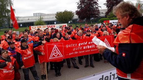 Dem Aufruf der IG Metall zum Warnstreik sind bei der Firma Wanzl in Kirchheim gestern rund 250 Mitarbeiter gefolgt.