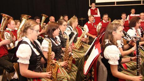 Die Musikerinnen und Musiker der Ramminger Blaskapelle hatten beim Festakt mehrfach die Gelegenheit, ihr ausgezeichnetes musikalisches Können unter Beweis zu stellen.