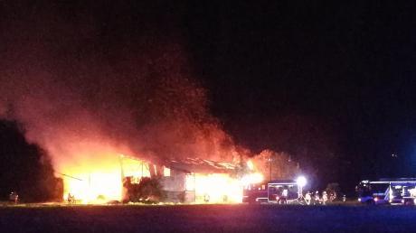 In Türkheim brannte eine Maschinenhalle nieder. Die Kripo ermittelt wegen des Verdachts der Brandstiftung.