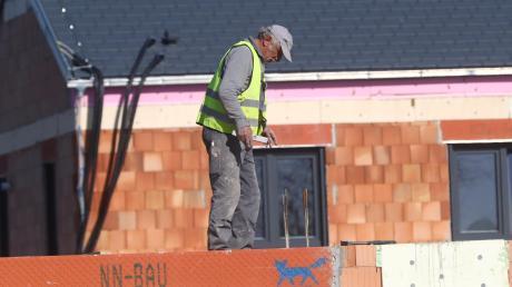 Wer in Gersthofen ein Eigenheim errichten will, braucht bei der Bauplatzsuche Geduld, Glück und Geld.