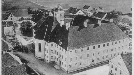"""Dieses historische Bild zeigt das ursprüngliche """"Blindenheim"""" Pfaffenhausen um 1905. Es war der Hauptbau des ehemaligen Priesterseminars, in den 1894 die ersten Blinden und St.Josefs-Schwestern aus Ursberg eingezogen sind."""