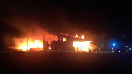 Anfang Juni brannte eine Maschinenhalle in der Nähe der Türkheimer Römerschanze nieder. Seither ermittelt die Kriminalpolizei wegen des Verdachts der Brandstiftung.
