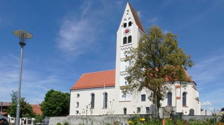 Die Breitenbrunner Pfarrkirche St. Martin sieht von außen aus wie aus dem Bilderbuch – doch innen ist gerade der Kircheninnenraum mit den Sitzbänken gesperrt, seit ein Teil des Putzes von der Decke fiel.