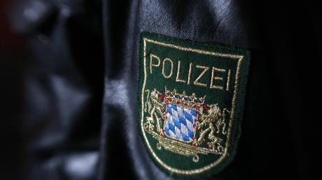 Eine 30 Jahre alte Frau ist am Dienstagabend von einem Unbekannten begrabscht worden. Später lieferte sie der Polizei den entscheidenden Hinweis auf den Täter.