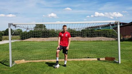 Marius Böhm aus Wiedergeltingen ist bereit für seine erste Saison in der Junioren-Bundesliga. Dafür trainiert er auch zuhause regelmäßig.