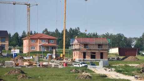 Baugrundstücke sind begehrt. In Breitenbrunn und Loppenhausen gibt es entsprechende Flächen, in Bedernau ist man auf der Suche.
