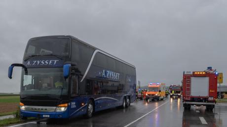 Bei Kammlach kam es zu einem Unfall mit einem Reisebus.