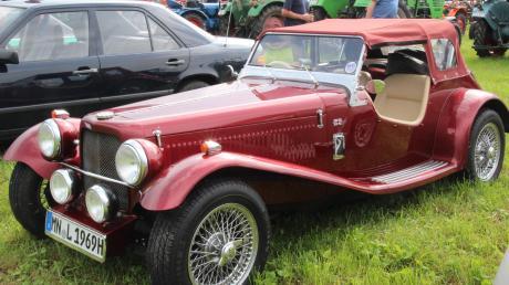 Dieser britsche Sportflitzer der Marke MG zog auf dem Festplatz bei Hasberg viele Blicke auf sich.