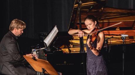 Neben großer Beharrlichkeit und enormem Fleiß beim Üben sowie der ungebremsten Freude am Geigenspiel ist auch eine gewisse Frustrationsbewältigung erforderlich, wie es zum Beispiel beim Bundeswettbewerb in Lübeck zu erleben war