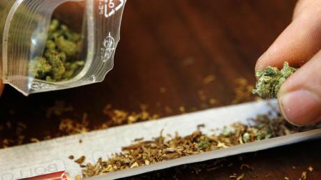 Die Polizei kontrollierte in Donauwörth einen Mann. Dieser gab zu Marihuana konsumiert zu haben.