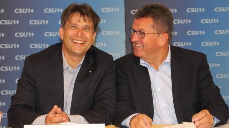 Der Augsburger Regierungsdirektor Rainer Schaal (linsk) tritt für die CSU im Unterallgäu als Landratskandidat an, sehr zur Freude des Kreisvorsitzenden und früheren Bayerischen Wirtschaftsministers Franz Josef Pschierer.