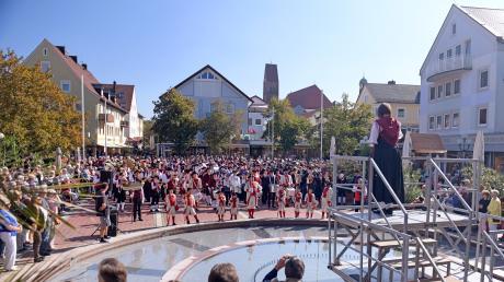 Musikfest, Gemeinschaftschor von sieben Musikkapellen im Jahr 2018. Auch diesmal wird es in Bad Wörishofens Innenstadt ein großes Musikfest im Rahmen des Festivals der Nationen geben.