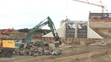 Das Durchlassbauwerk für die westliche Günz am Damm bei Eldern ist bald fertiggestellt. Davon sollen auch andere Günztalgemeinden profitieren.