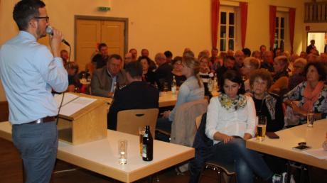Bürgermeister Peter Wachler berichtete bei der Bürgerversammlung im Markt Walder Adlersaal über aktuelle Entwicklungen.