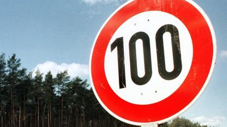 100 waren erlaubt, doch ein Raser bei Pfaffenhausen scherte sich darum nicht.