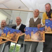 Sie präsentieren den neuen Adventskalender von Rotary und der MZ für den guten Zweck: (von links) Kurt-Jochen Walter, Präsident Karl-Heinz Holl, Rudolf Ruf und Karl Wohlfahrt.
