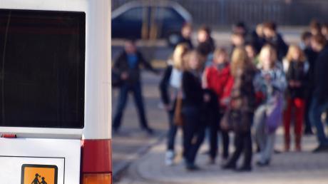 Unliebsame Überraschung für Eltern: Es geht um die Kosten für die Schülerbeförderung.