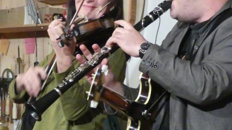 Veronika Keglmaier und Mattias Klimmer musizieren mit viel Humor.