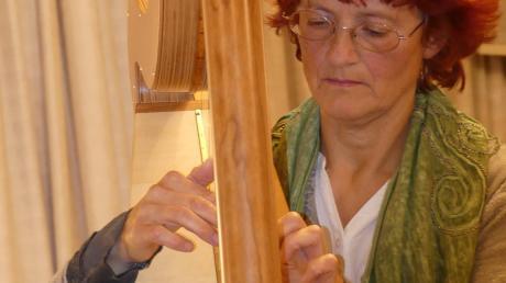 Carola Bodanowitz spielte die Harfe und andere Instrumente.
