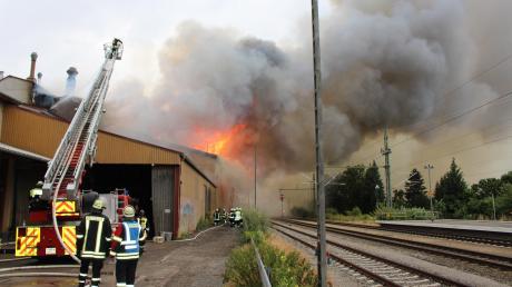 Der Großbrand bei der Firma Weikmann war heuer der spektakulärste Einsatz für die Feuerwehren im Inspektionsbereich Ost. Doch die Freiwilligen hatten auch sonst gut zu tun. Insgesamt rückten die Wehren zu 885 Einsätzen aus.