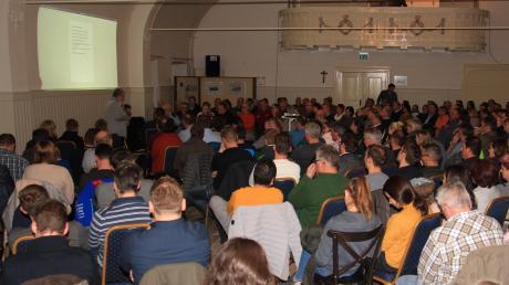 Der Adlersaal war gut gefüllt: Groß war das Interesse der Kirchheimer für das Projekt des Bürger- und Vereinshauses im Gasthof zum Adler.