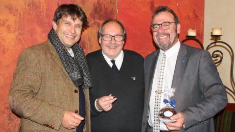 CSU-Landratskandidat Rainer Schaal (links) fungierte als Wahlleiter.  Auf dem Foto: Ortsverbandsvorsitzender Uli Plukas (Mitte)  und Bürgermeister Robert Sturm .