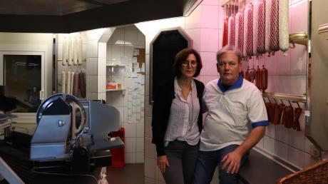 Max Bihler ist der letzte Handwerksmetzger in Türkheim . Gemeinsam mit seiner Frau Brigitte  steht er seit vielen Jahren Tag für Tag in seiner Metzgerei.