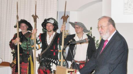 """Der Historiker Dr. Reinhard Baumann stellte in Mindelheim sein neues Buch über den """"Mythos Frundsberg"""" vor und lüftete dabei so manches Geheimnis über den Vater der Landsknechte."""