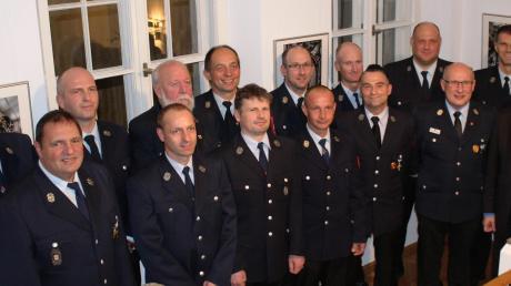 Seit mindestens 25 Jahren sind diese Männer in Mindelheim bei der Feuerwehr oder engagieren sich in den Ortsteilwehren. Bei einer Feierstunde im Rathaus dankte ihnen jetzt Bürgermeister Stephan Winter für ihren ehrenamtlichen Einsatz.