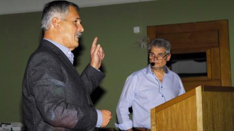 Ambergs Bürgermeister Peter Kneipp (rechts) und sein Stellvertreter Hubert Wagner beglückwünschten sich bei der Bürgerversammlung gegenseitig für die konstruktive Zusammenarbeit.