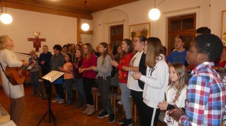 Zur Freude der Chorleiterin nimmt die Zahl der Mädchen und Jungs ständig zu, die beim Projektchor mitmachen wollen.