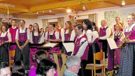 Großen Beifall bekamen die Musiker des Musikvereins Unteregg/Oberegg am Ende ihres Jahreskonzertes.
