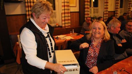 Die bisherige Zweite Bürgermeisterin von Kammlach, Birgit Steudter-Adl Amini (rechts), wurde bei Versammlungen in Ober- und Unterkammlach zur Bürgermeisterkandidatin nominiert.