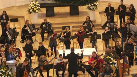 Auch im großen Ensemble wussten die Musiker der Mindelheimer Sing- und Musikschule zu überzeugen.