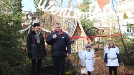 Bürgermeister Paul Gruschka eröffnete den Wintermärchen Wald gemeinsam mit Kurdirektorin Petra Nocker.