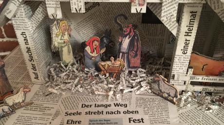 Als Walter Eberhard die MZ-Krippe gebaut hat, kam eins zum anderen: Viele Texte und Schlagzeilen der Weihnachtsausgabe von 2014 passten so gut zur Krippe, dass er sie eingebaut hat.