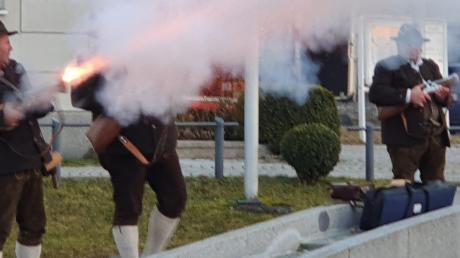 Ein Feuerschweif aus dem Schaftböller des Böllerschützen Andreas Epp aus Wiedergeltingen war nur einer der unüberhörbaren Höhepunkte beim Neujahrsempfang der Gemeinde Wiedergeltingen.