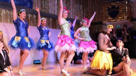 Mit farbenfrohen Kostümen und einer tollen Choreografie überzeugten die großen Gardemädels der Mindelonia bei ihrer Showeinlage.